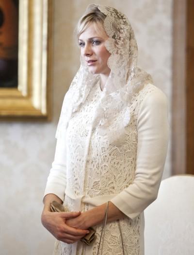 Charlène di Monaco incontra Benedetto XVI in Christian Dior